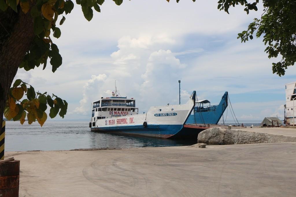 """Mit dem """"Kahn"""" fahren wir über die Tanon Strait nach Cebu Island zum Lilo-An Boat Terminal."""