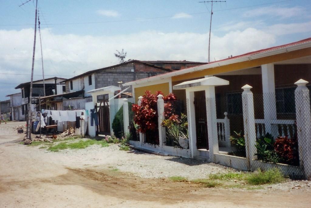 Arm und Reich, dicht bei dicht in Manglaralto