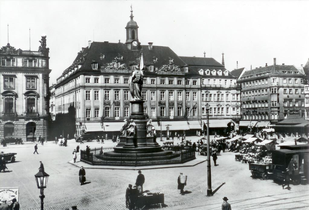 Dresden - Altmarkt, Altes Rathaus, Löwen-Apotheke, Germania,
