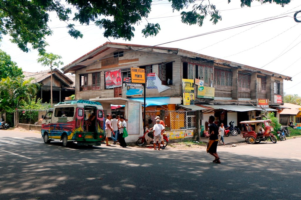 ...der Busstop für alles was Räder hat und mehr als vier Sitze, hier bin ich auch zugestiegen, als ich in Dumaguete war.