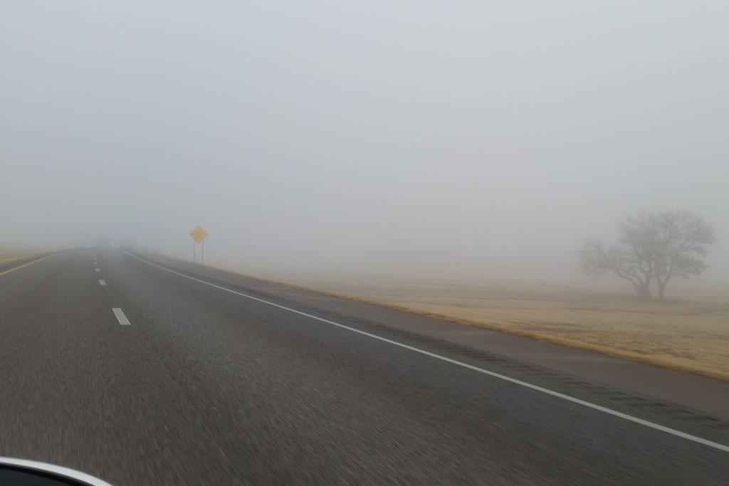 Immer noch hat der Nebel die I 40 fest im Griff