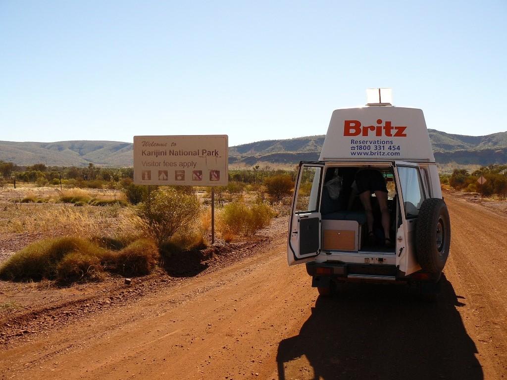 Eine Einfahrt in den Nationalpark. Gut das wir in Perth für ganz WA einen Ausweis für alle NP in Western Australia käuflich erwarben. Wir füllten den Permit aus und klemmten ihn jeweils an die Windschutzscheibe!