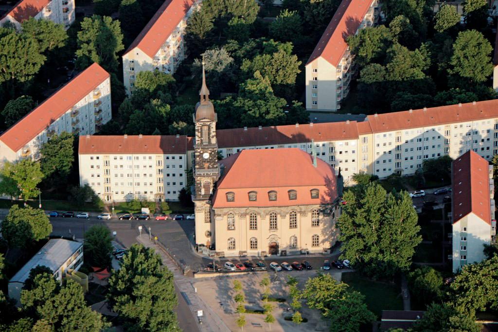 Die Annenkirche (nach der Stifterin Kurfürstin Anna benannt), 1578 erbaut in der Wilsdruffer Vorstadt und 1760 von preuß. Truppen zerstört. Die heutige Kirche aus Postaer Sandstein wurde 1764–1769 erbaut (