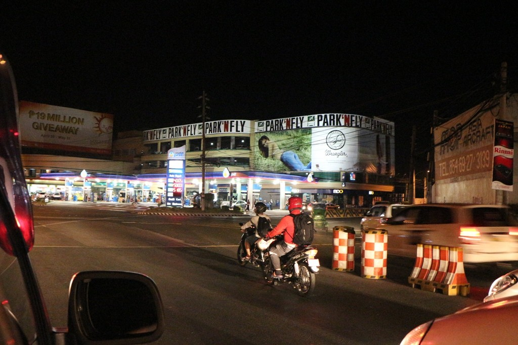Mitternächtliche Impressionen von Manilas Straßenverkehr