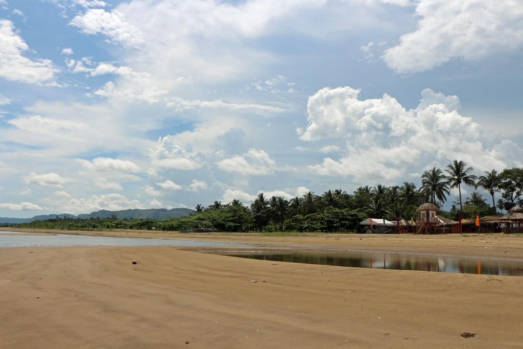 Strand und Sulu See in Blickrichtung West!