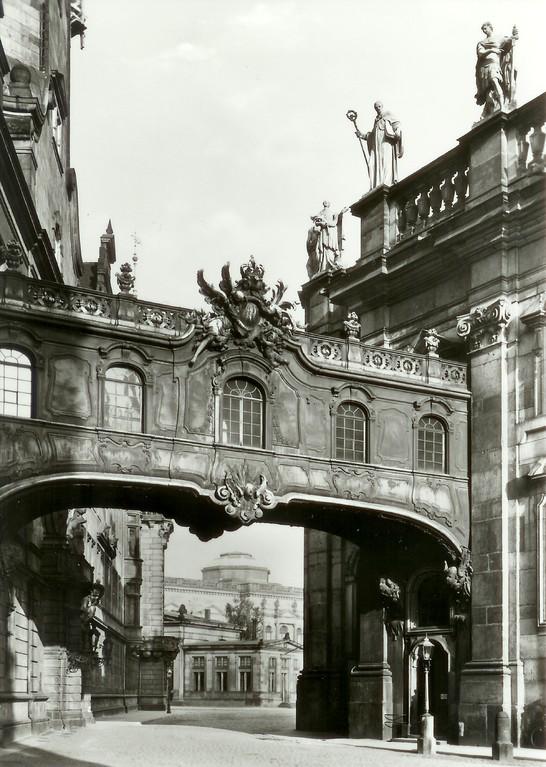 Dresden - Übergang Residenzschloss-Hofkirche v. Gustav Fröhlich um 1895