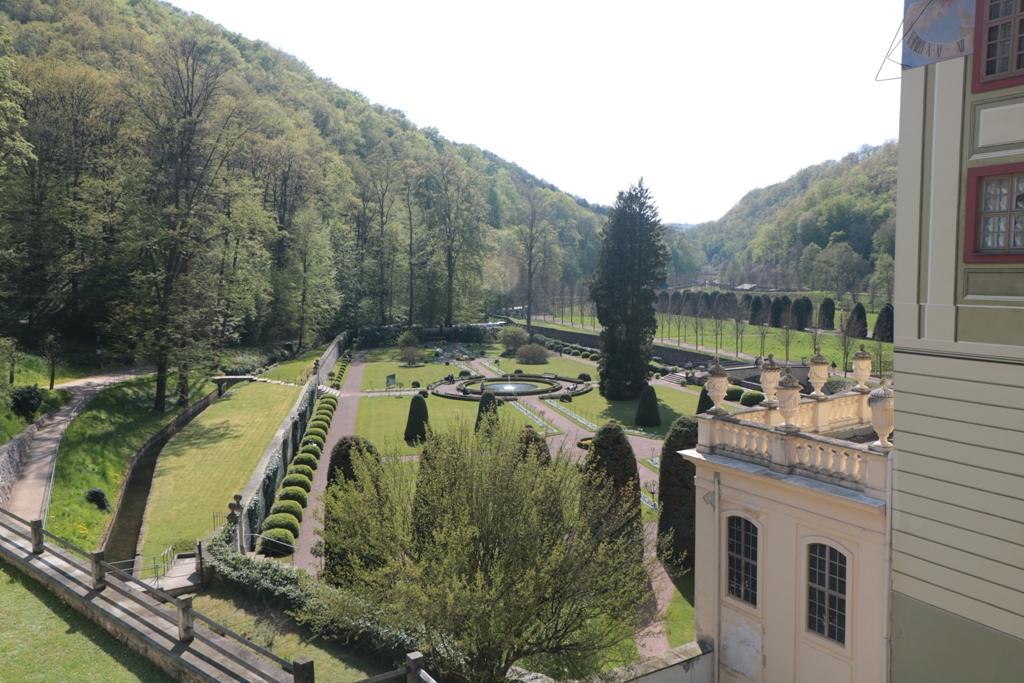 ...Blick vom Plateau aud den Schlossgarten, der 2002 komplett verwüstet wurde