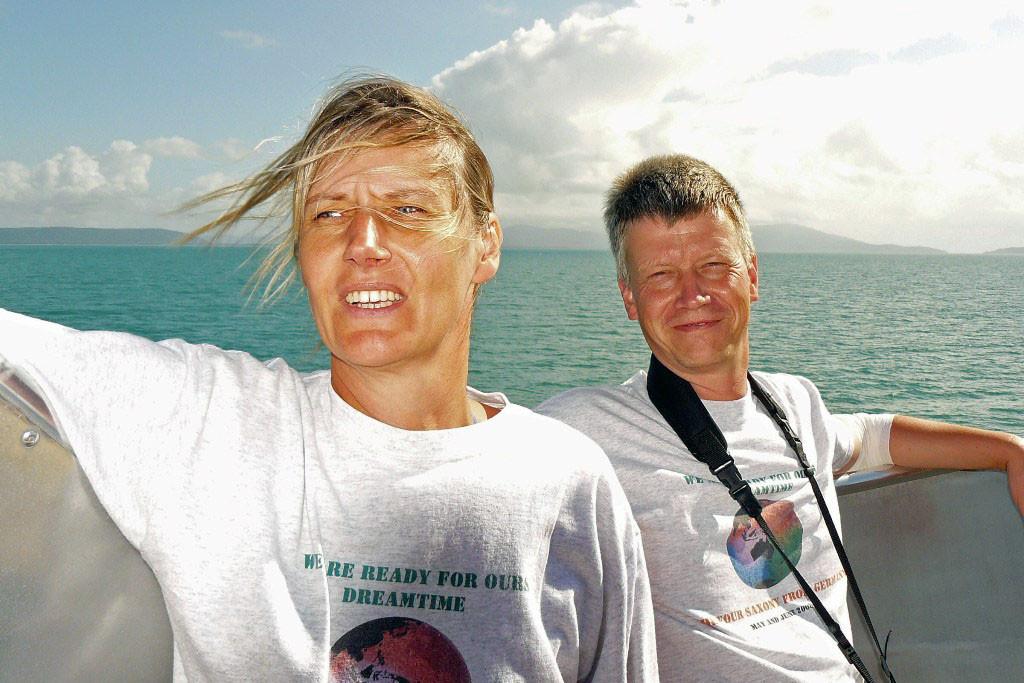 Rita und Björn auf dem Quicksilver Katamaran
