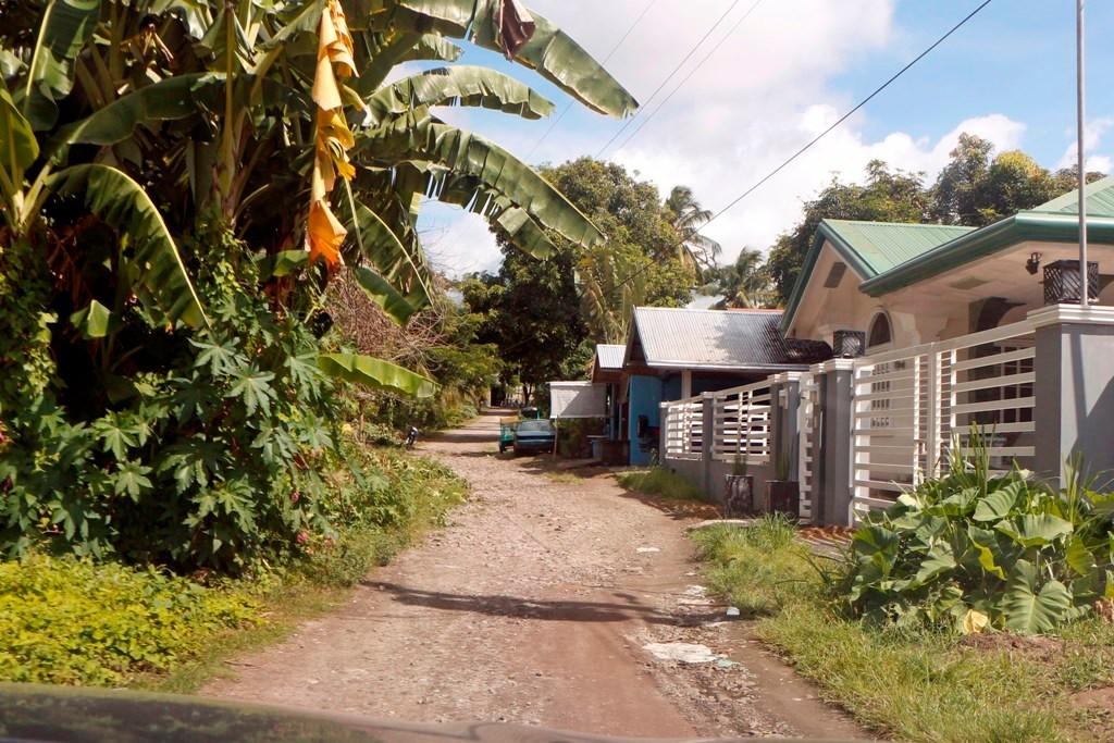 Man will es nicht so recht glauben, die Capitan Ponso Street? kurz vorm Gracey Dive Resort & Restaurant...