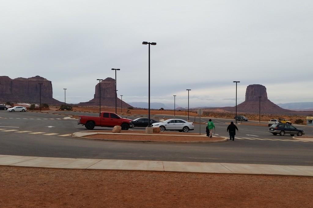 Links im Hintergrund steht die Mitchell Mesa mit Butte und rechts die Mitchell Butte!