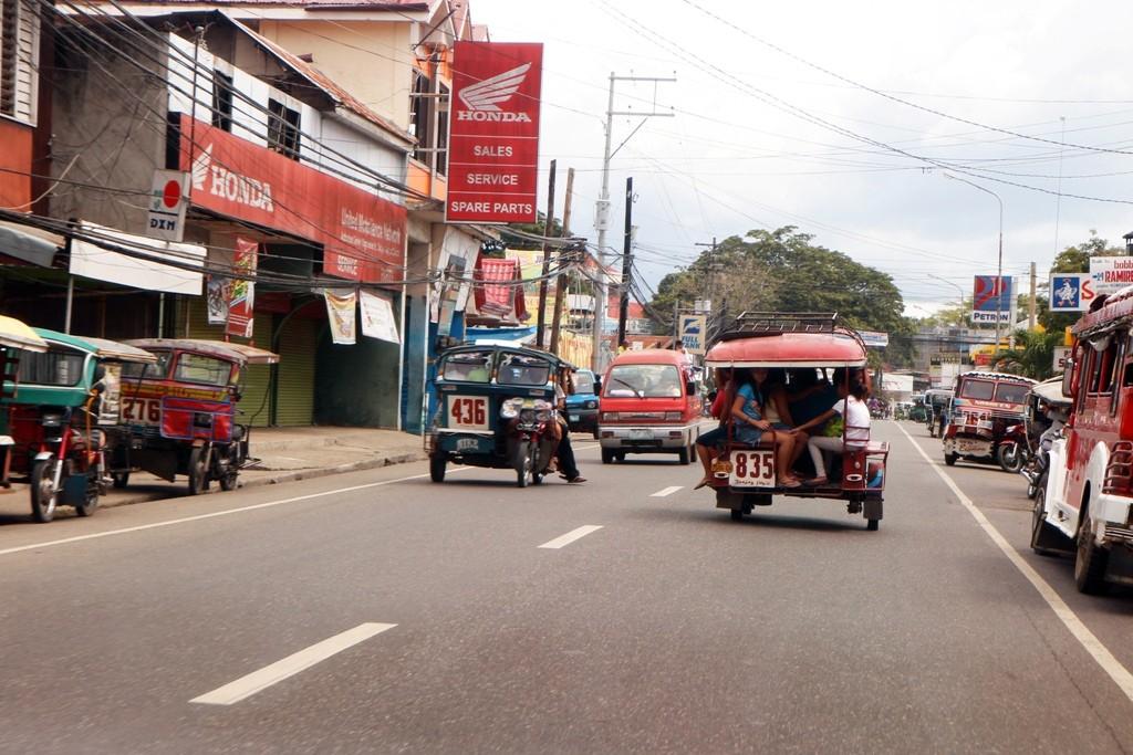 Überall im Straßenverkehr herrscht das selbstgebastelte,doch nicht immer preiswerte Tricycle!