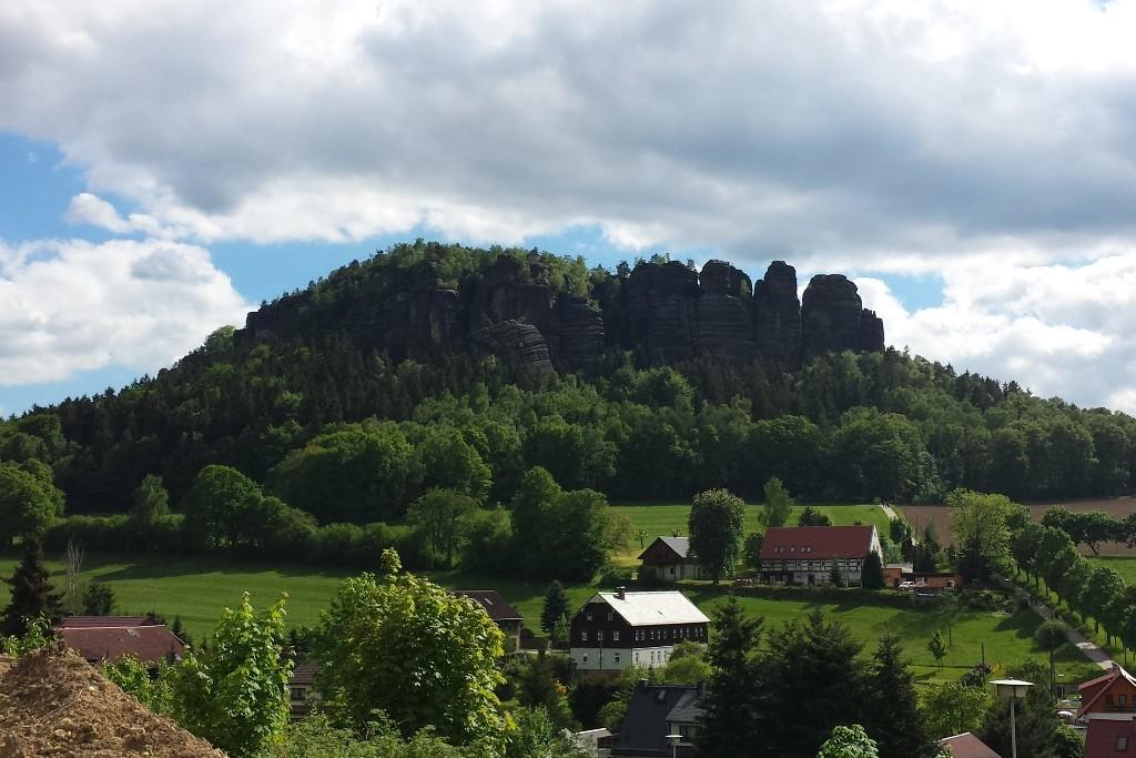 Und noch einmal der 435 m hohe Pfaffenstein im Frühling