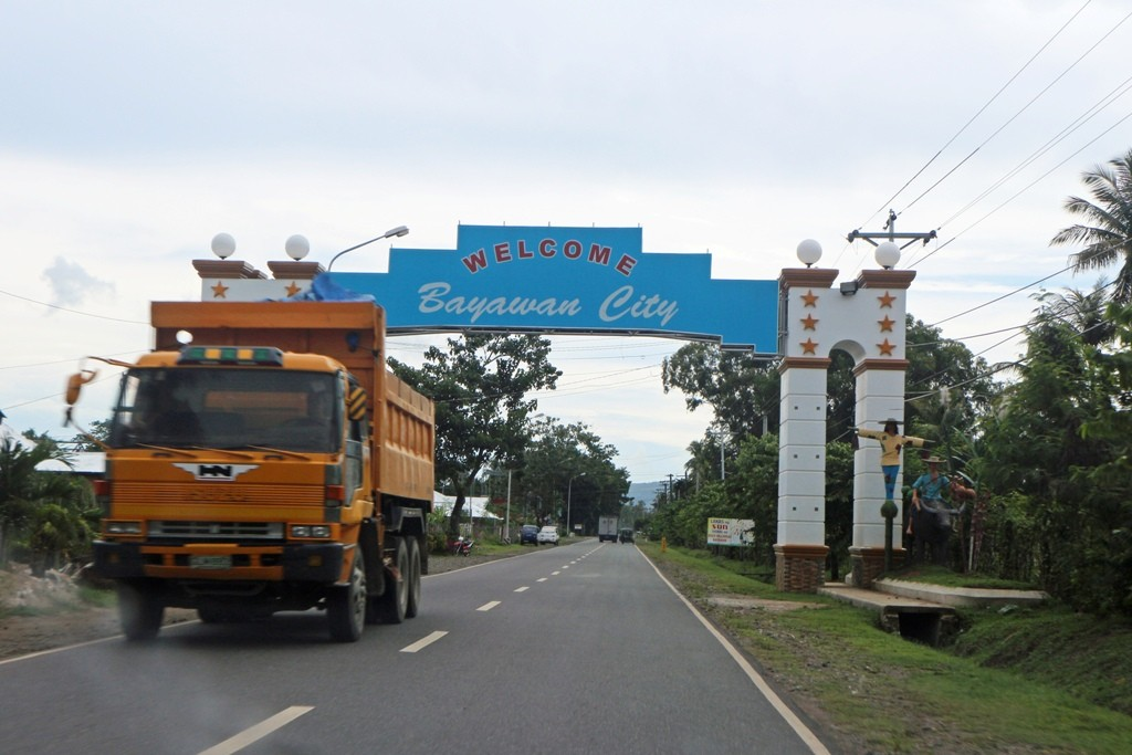 Wir sind endlich in Bayawan angegommen, uns knurrt der Magen!
