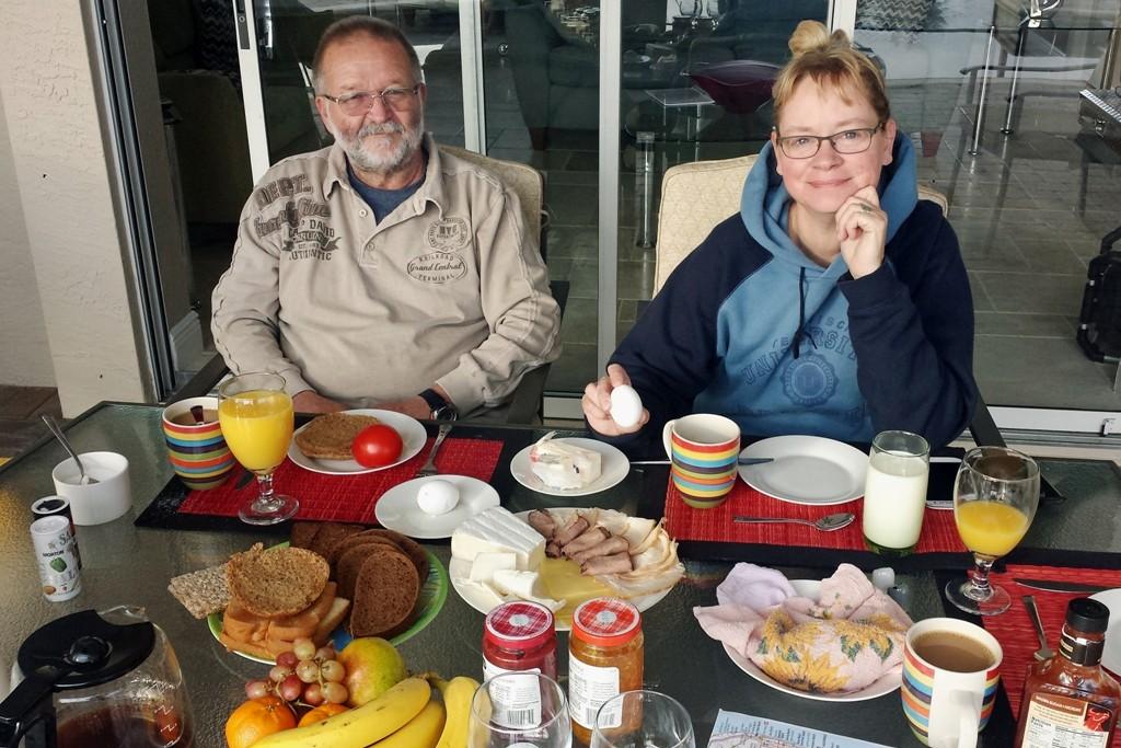 Bei herrlichster Morgensonne am Frühstückstisch auf der Veranda!