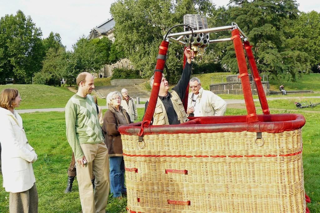 Startvorbereitung auf den Wiesen am Königsufer Dresden