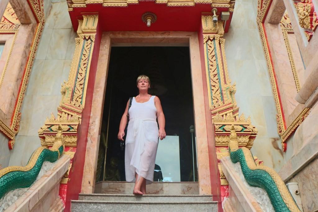 ...Udo´s Freundin Cattl auf der Treppe aus dem Phra Prang