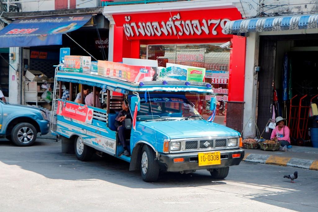 Ein Minibus-auch Songtheaw genannt, mit dem gehts weiter zum Promthep Cape