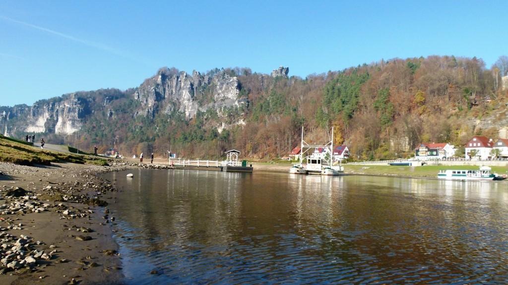 Noch einmal die Elbe einschließlich der Gierseilfähre!