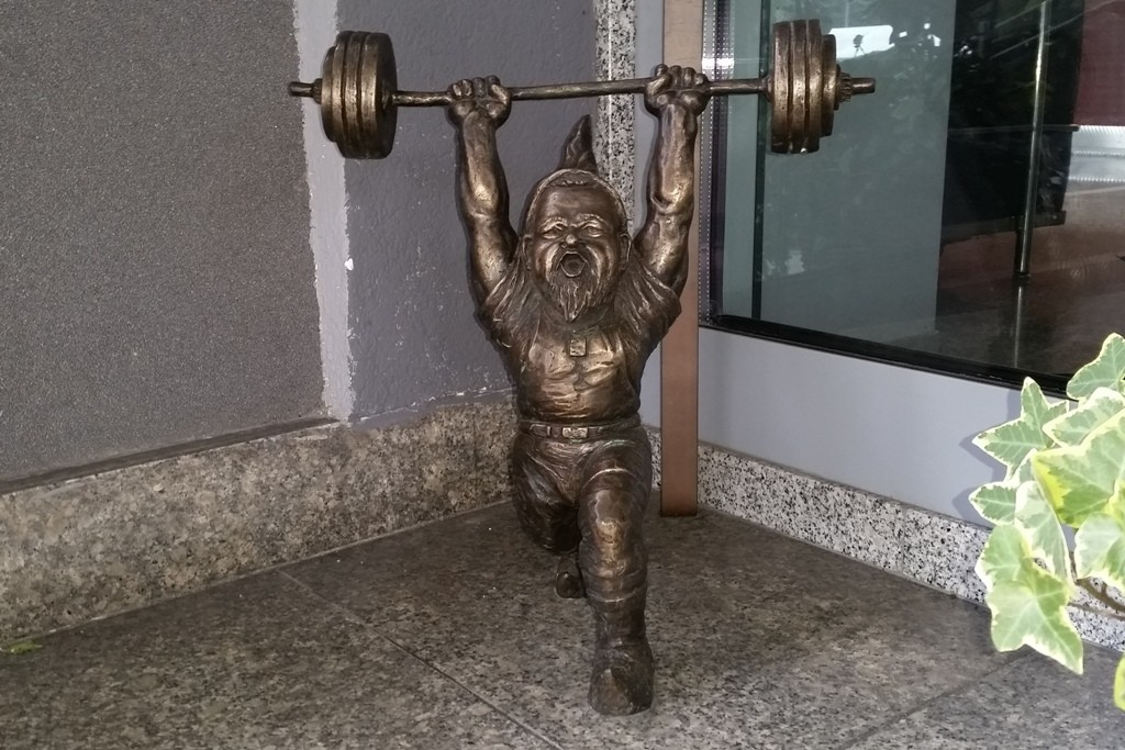 Das ist, man sieht es, der Gewichtheber (Ciężarowiec)!