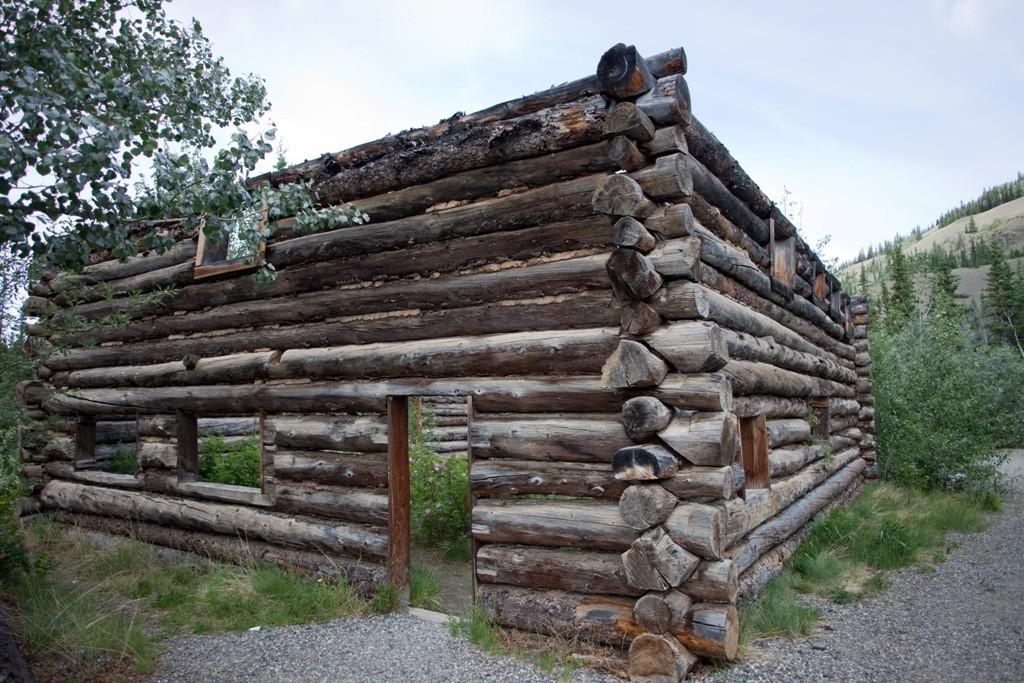 Blockhaus Ruine am Overland Trail, Klondike HWY