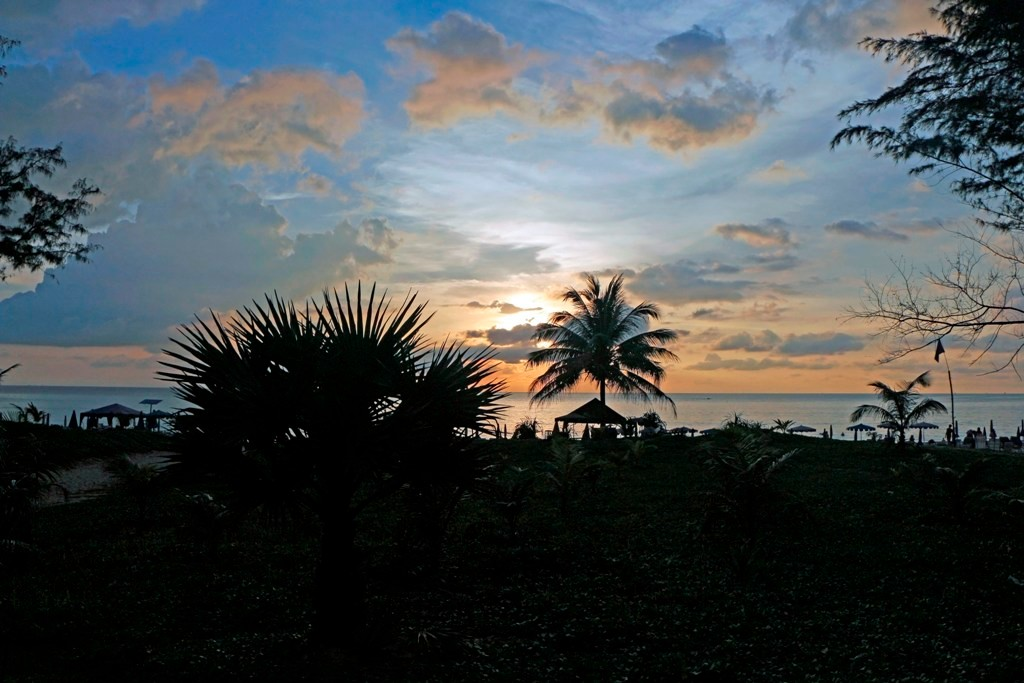 Erster Sonnenuntergang in Karon Beach