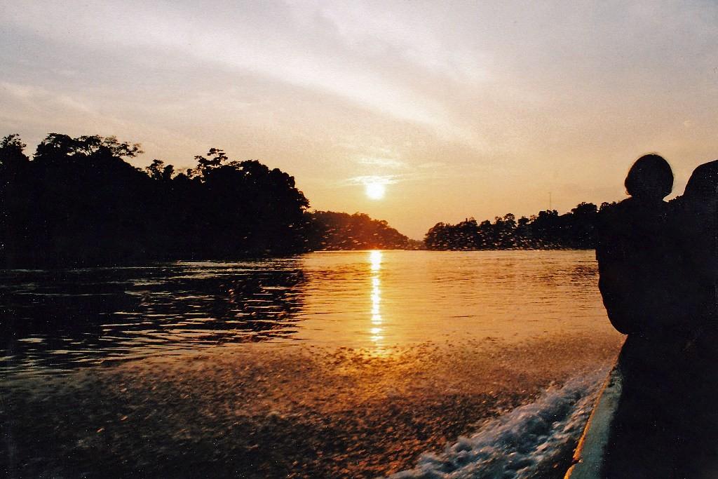 Rio Napo bei Misahualli während des Sonnenunterganges