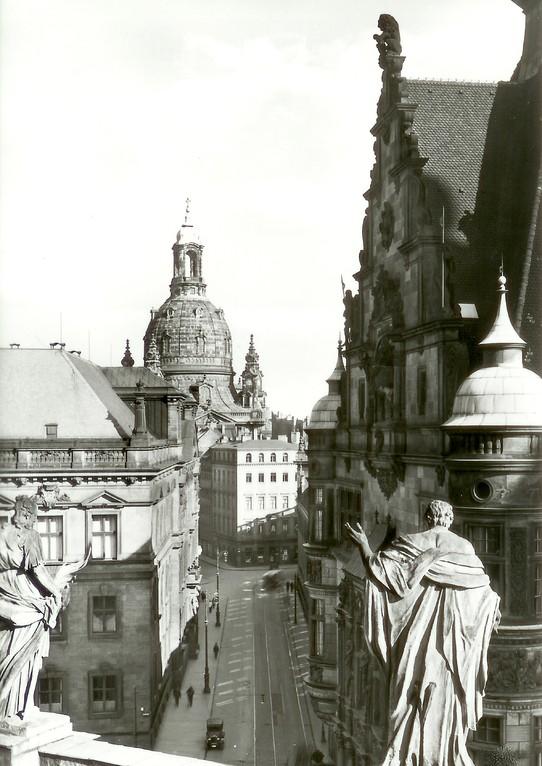 Dresden - Frauenkirche von Hofkirche aus, Augustusstr.- Landtag u. Georgentor