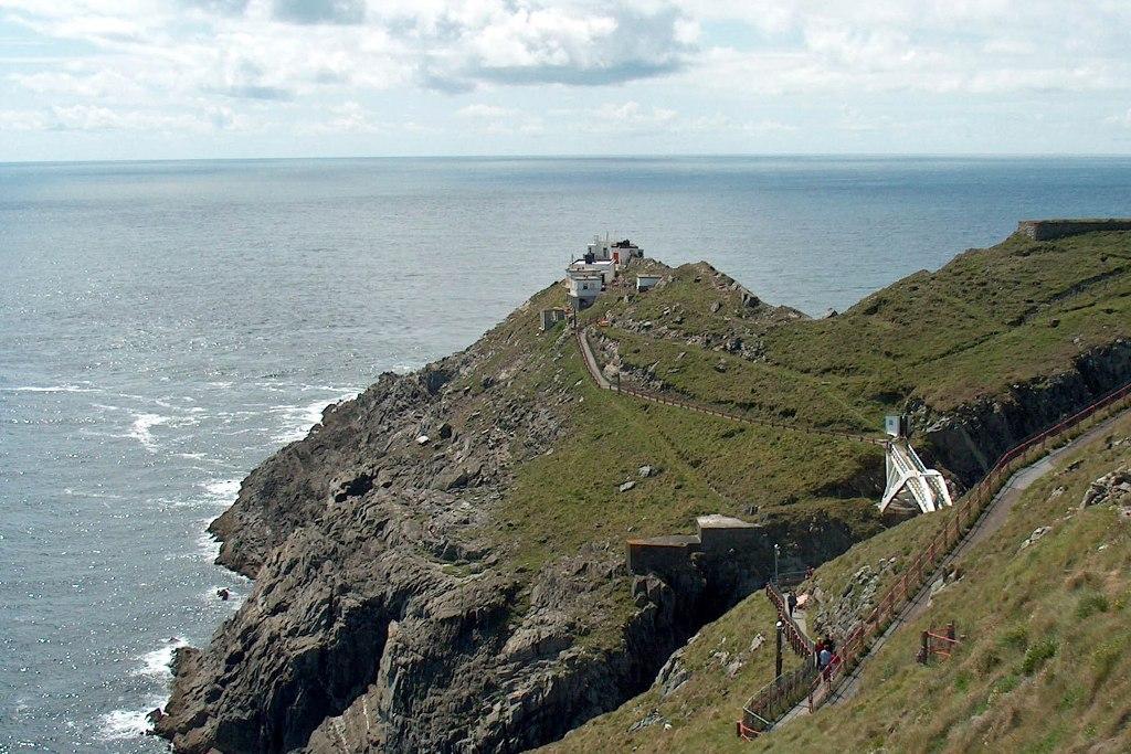 Das Lighthouse und die Brücke von Mizen Head