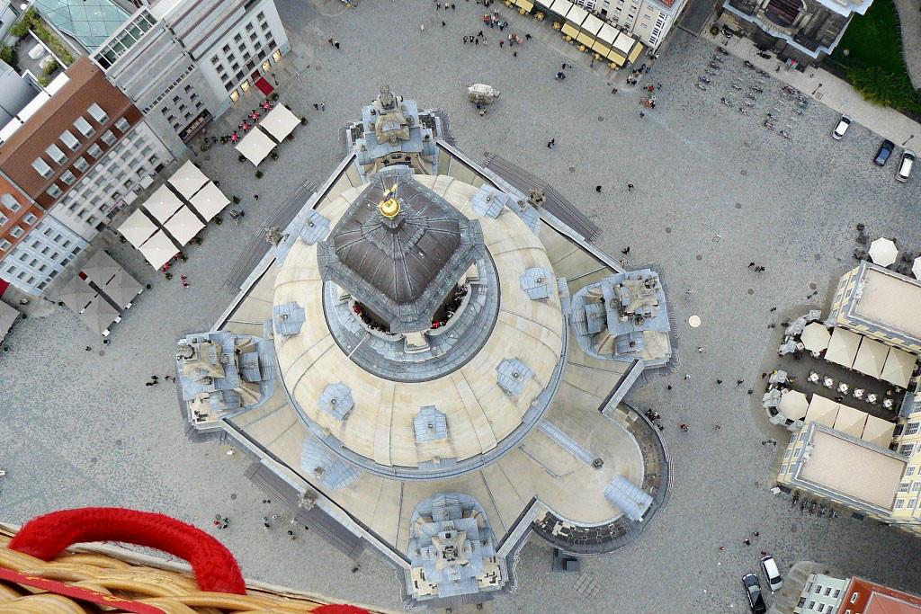 Von oben sieht unsere Frauenkirche eigentlich quadratisch aus, oder?