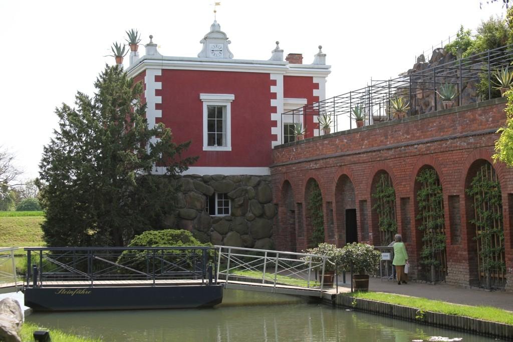 Teilansicht der Felseninsel Stein mit Villa Hamilton