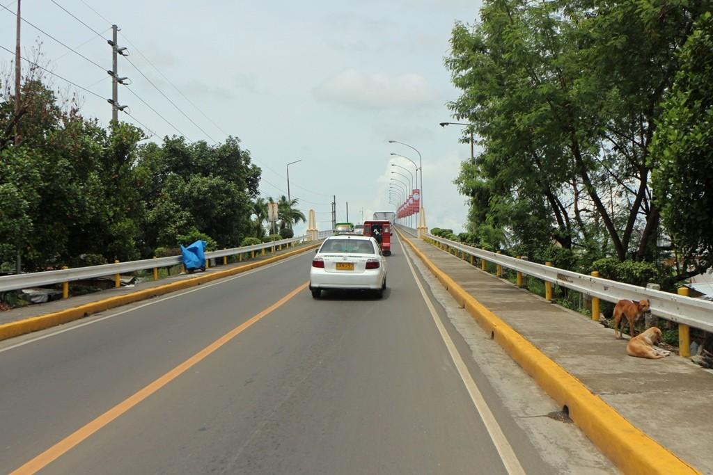Vor uns die Auffahrt zur Osmena Bridge die nach Mactan Island führt