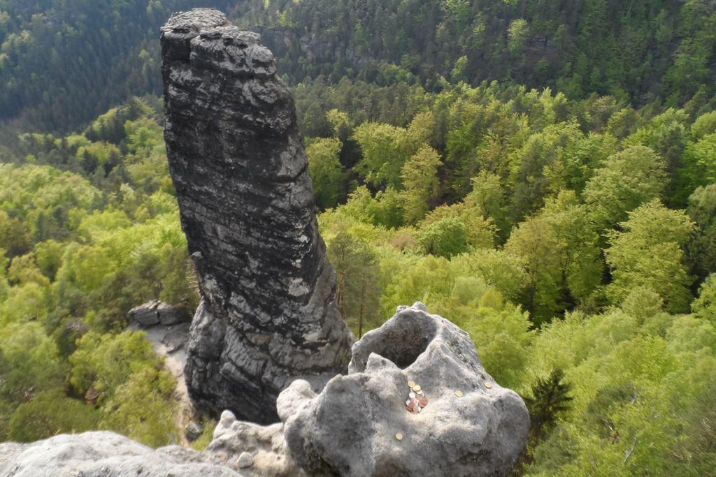 """Der kleine Prebischkegel, ein Klettergipfel unmittelbar unterhalb der Aussicht mit """"Spendenmulde""""!"""