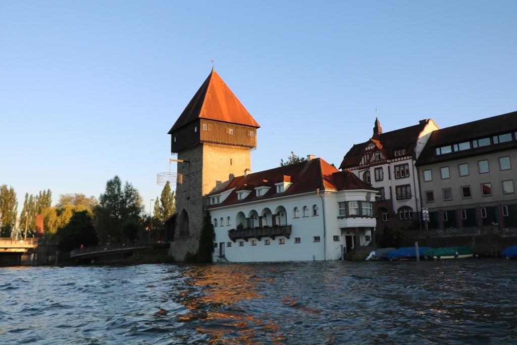 Der Rheintorturm vom Seerhein aus
