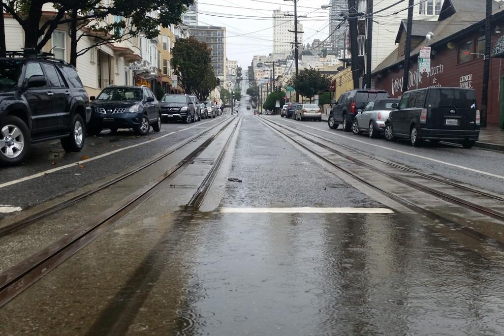 Die Gleise der Cable Car Linien stehen z.T. unter Wasser, Fahrbetrieb eingestellt!