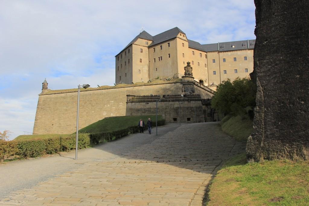 Blick auf die Georgenburg und die Streichwehr auf der Festung