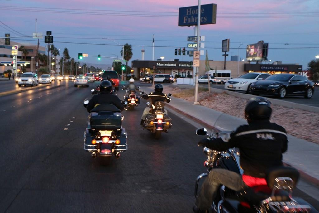 Im öffentlichen Straßenverkehr von Las Vegas, na bitte, geht doch!