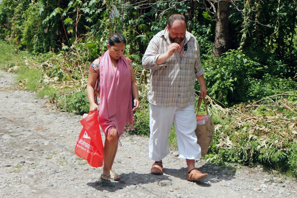 Ach ja, deshalb traten wir beide die weite Reise hierher eigentlich an. Udo traf hier erstmals seine virtuelle Freundin Aryana nebst Tochter!