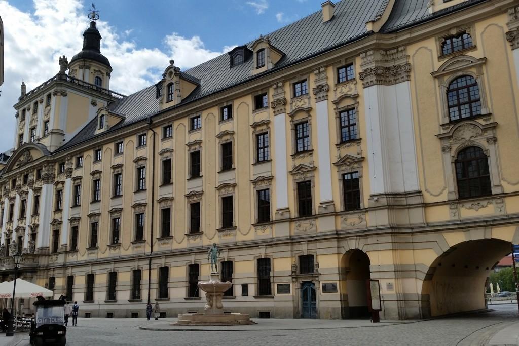 Universität Breslau, in ihrer über 312 jährigen Geschichte absolvierten nicht weniger als 11 Nobelpreisträger die Uni.