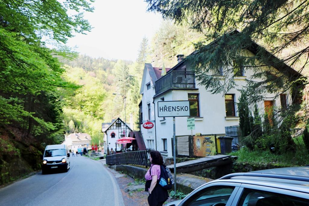 """Auto abgestellt und nun gehts los, vorbei am  Restaurant """"Klepáč"""", hinein in die Stille- oder Edmundsklamm"""