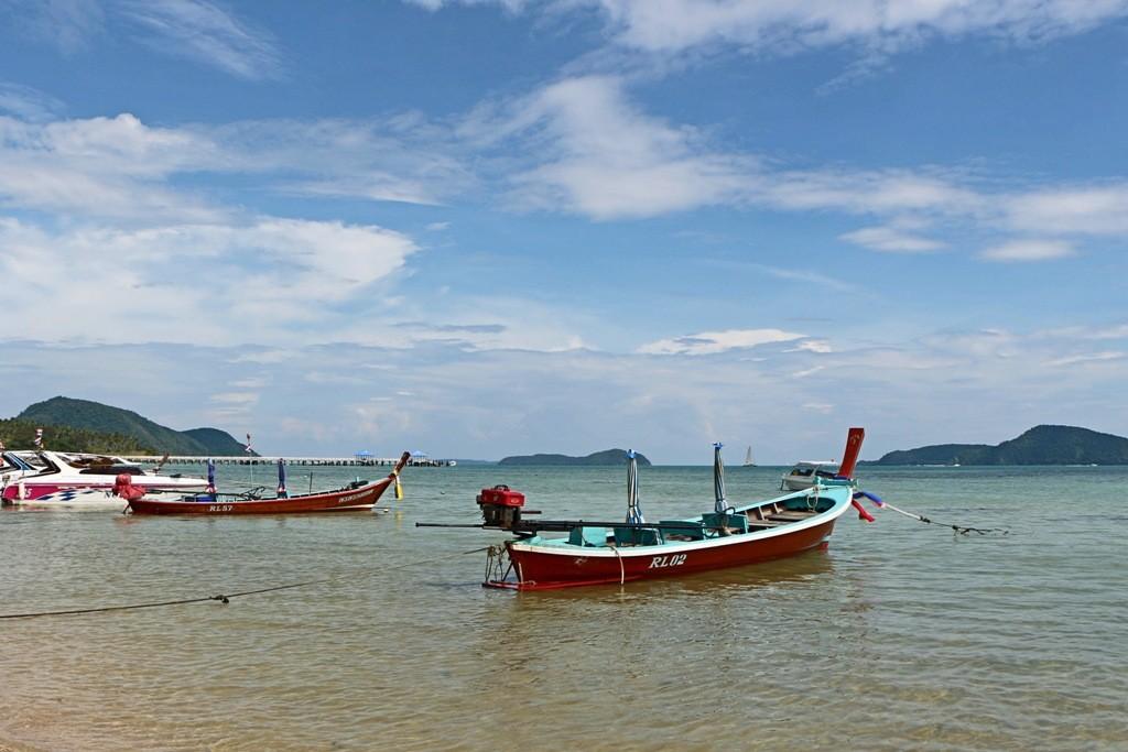 Ein typisches Postkartenmotiv, Rawai Beach mid den Booten am Strand!