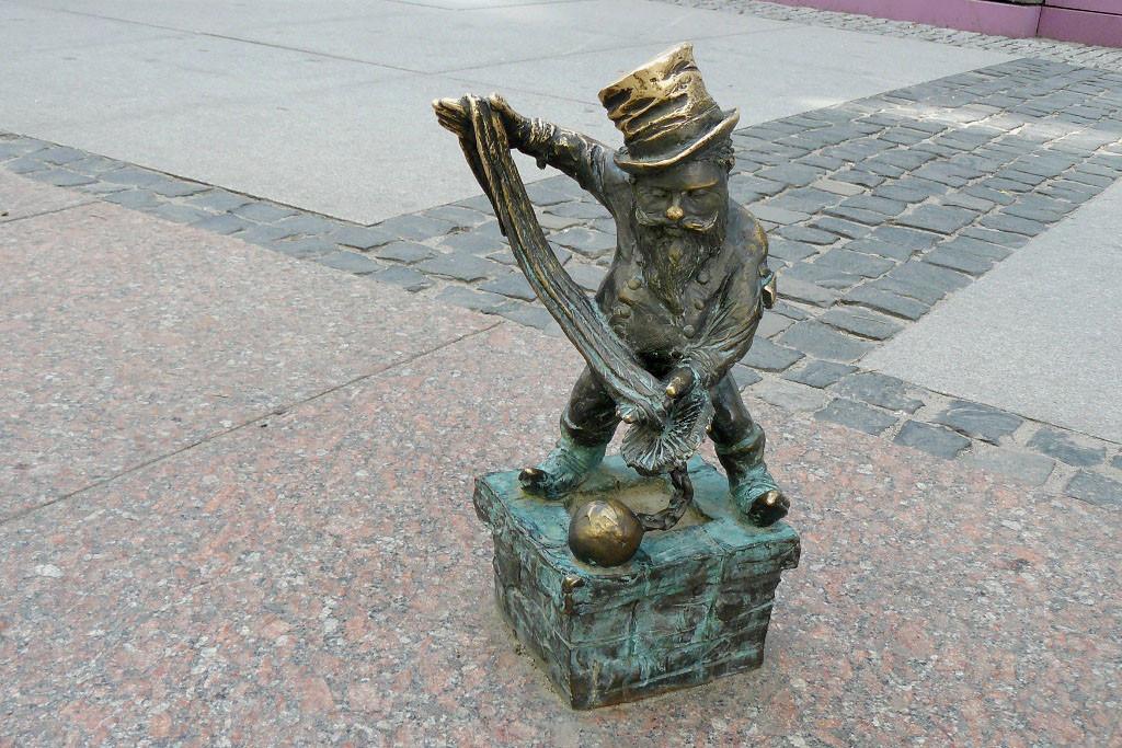 Dieser kleine Glücksbringer Namens Floriánek stellt wohl den Schornsteinfeger dar!