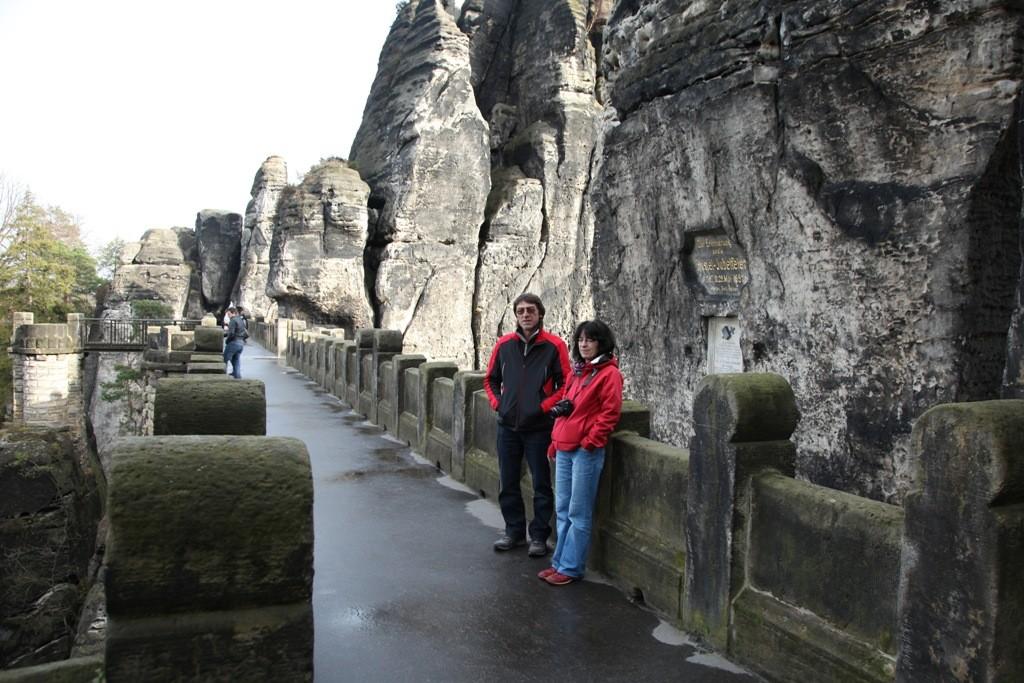 Es ist schon eine wunderbare Angelegenheit, so allein und ohne den Touristenrummel auf der Basteibrücke zu stehen!