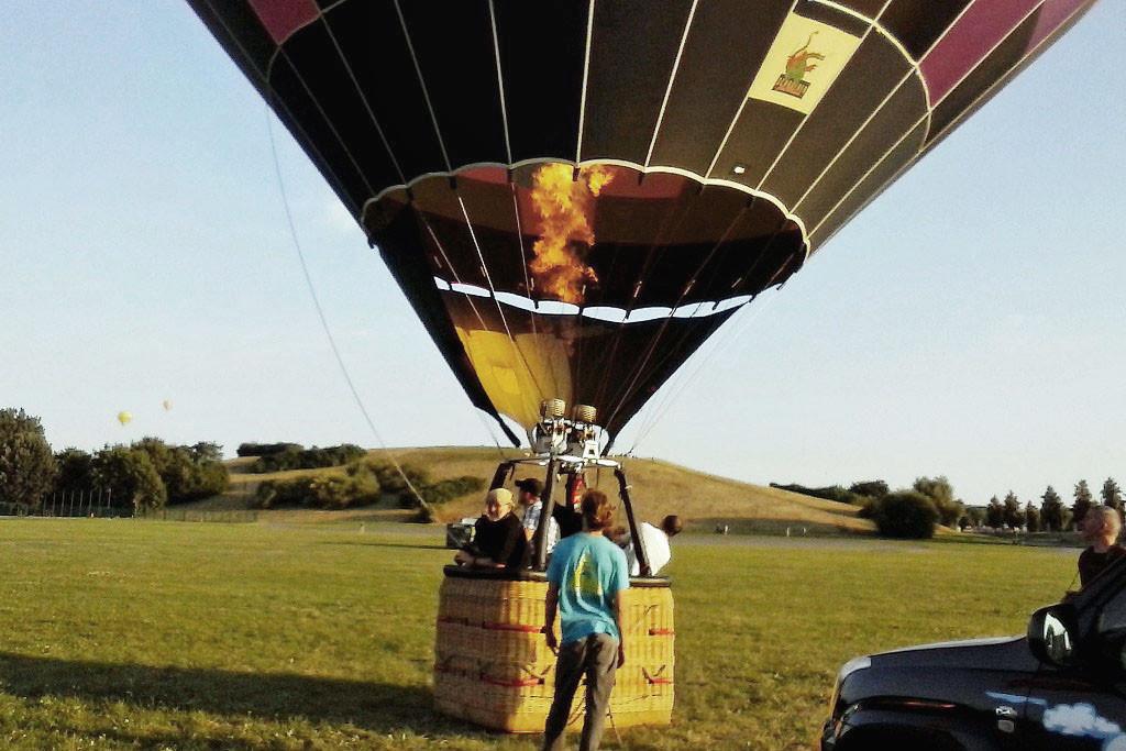 """Die Startmasse von ca. 943 kg gestattet eine """"Zuladung"""" von 700 kg. Abzüglich 160 kg Gasflaschen ergeben ca. 540 kg für Pilot und vier erwachsene Passagier"""