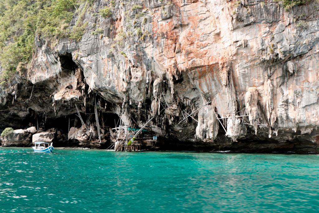 Die Viking Cave (Wickinger Höhle) auf Koh Phi Phi Leh ist ein besonderer Blickfang