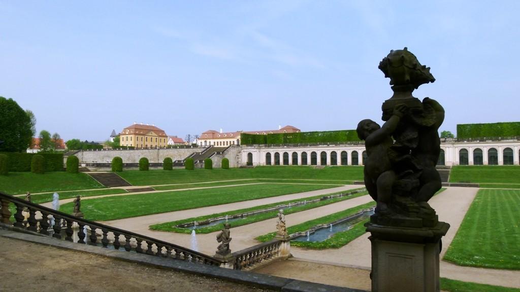 """Blick von der """"Stillen Musik"""" auf Friedriochschlösschen, obere u. untere Orangerie"""