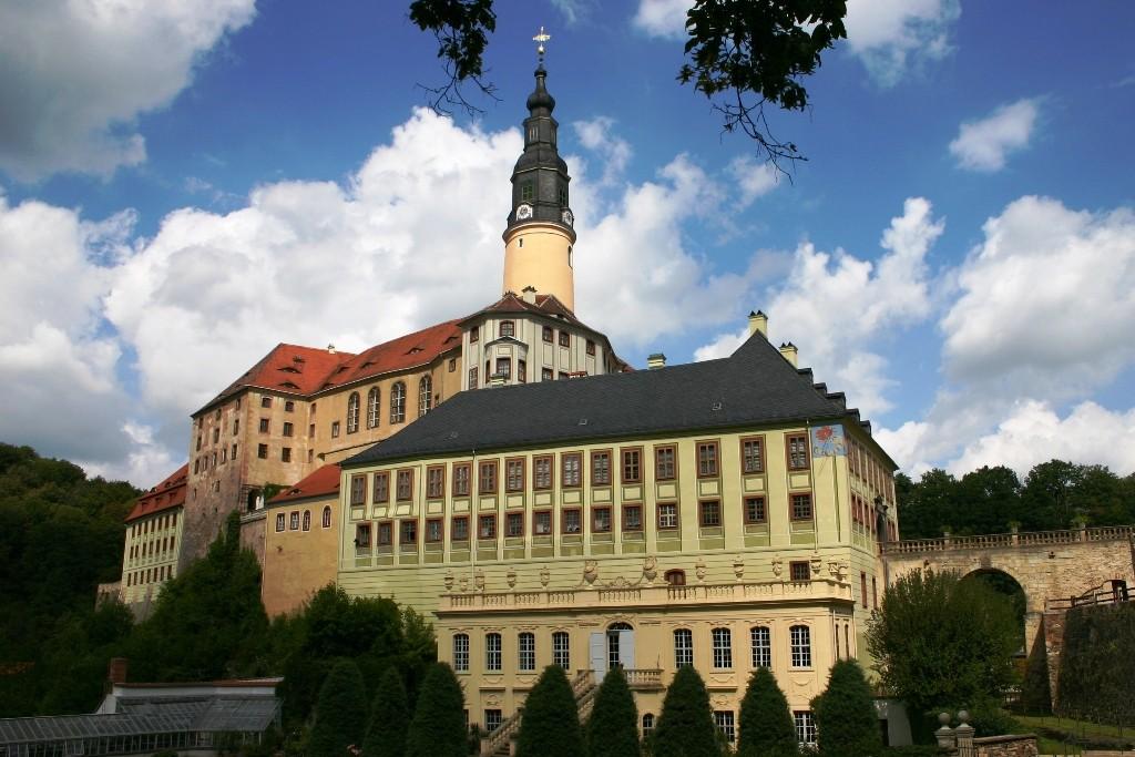 Schloss-Teilansicht vom Schlosspark her - die einzelnen Bauepochen sind gut zu erkennen