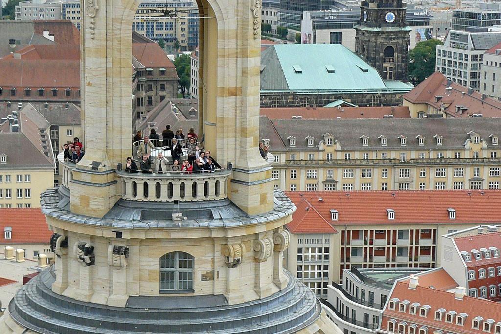 ...wir sind etwas über 67 m Höhe, der Plattform der Laterne auf der Frauenkirchenkuppel (36,15 m im Durchmesser) fast gegenüber, ergreifend!