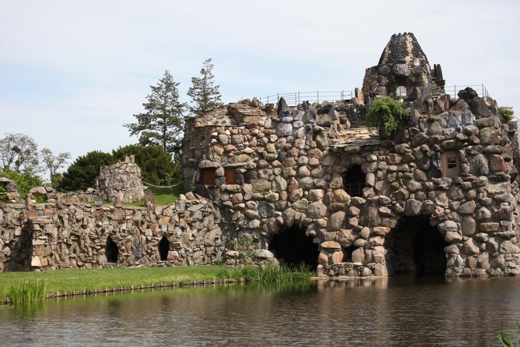 Die Villa Hamilton und der künstliche Vulkan auf der Insel Stein. Hier standen die natürlichen Vorbilder von Neapel und Sizilien Pate!