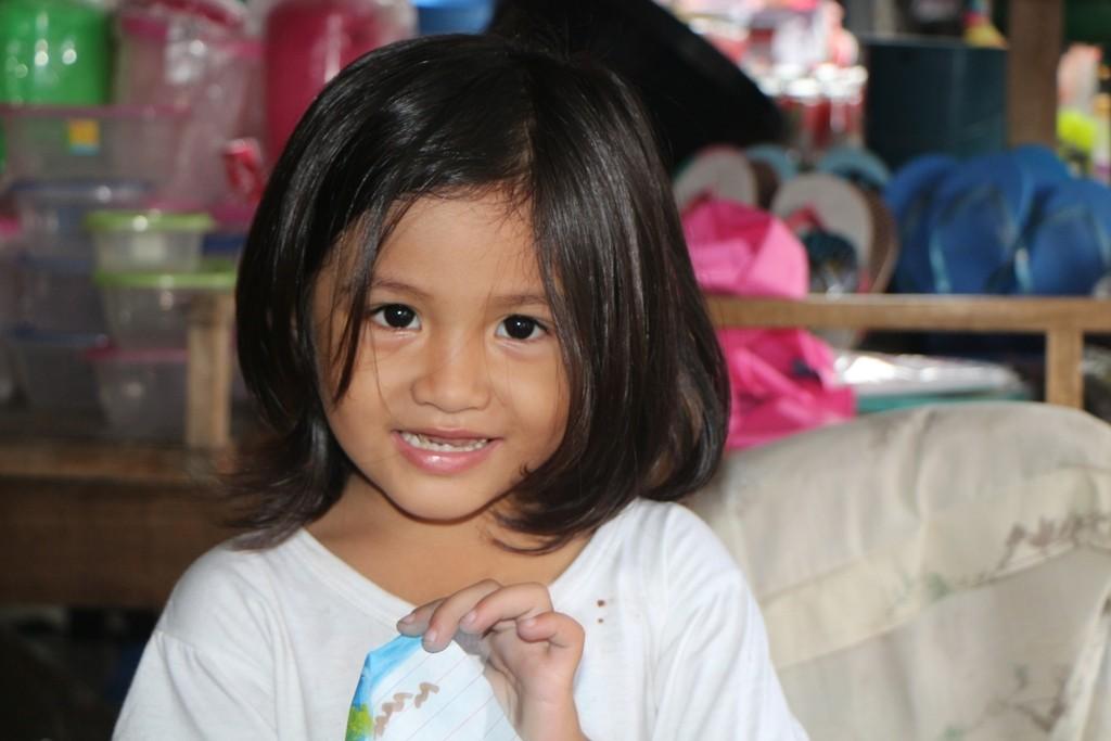 ...eine noch jüngere Hübsche posiert vor meiner Kamera