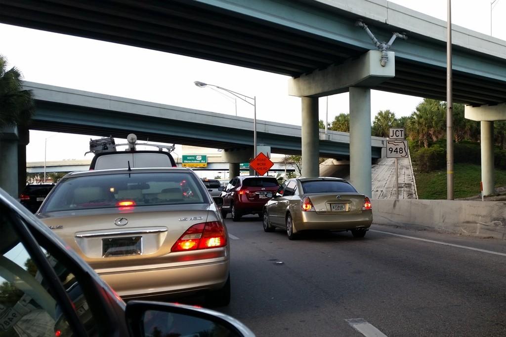 Abfahrt vom International Airport in Miami, mitten hinein in die Rushhour des Moloch´s Big Miami!